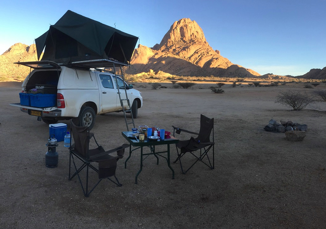 Toyota Hilux mit Dachzelt, Spitzkoppe, Namibia