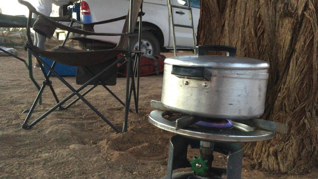 mit Gaskocher Essen kochen