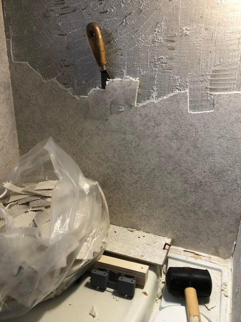 Bad Wandbelag entfernen, Tischer Wohnkabine 260S, Restaurierung, Reiseblog, Reiseberichte, Isuzu D-Max, Wasserschaden