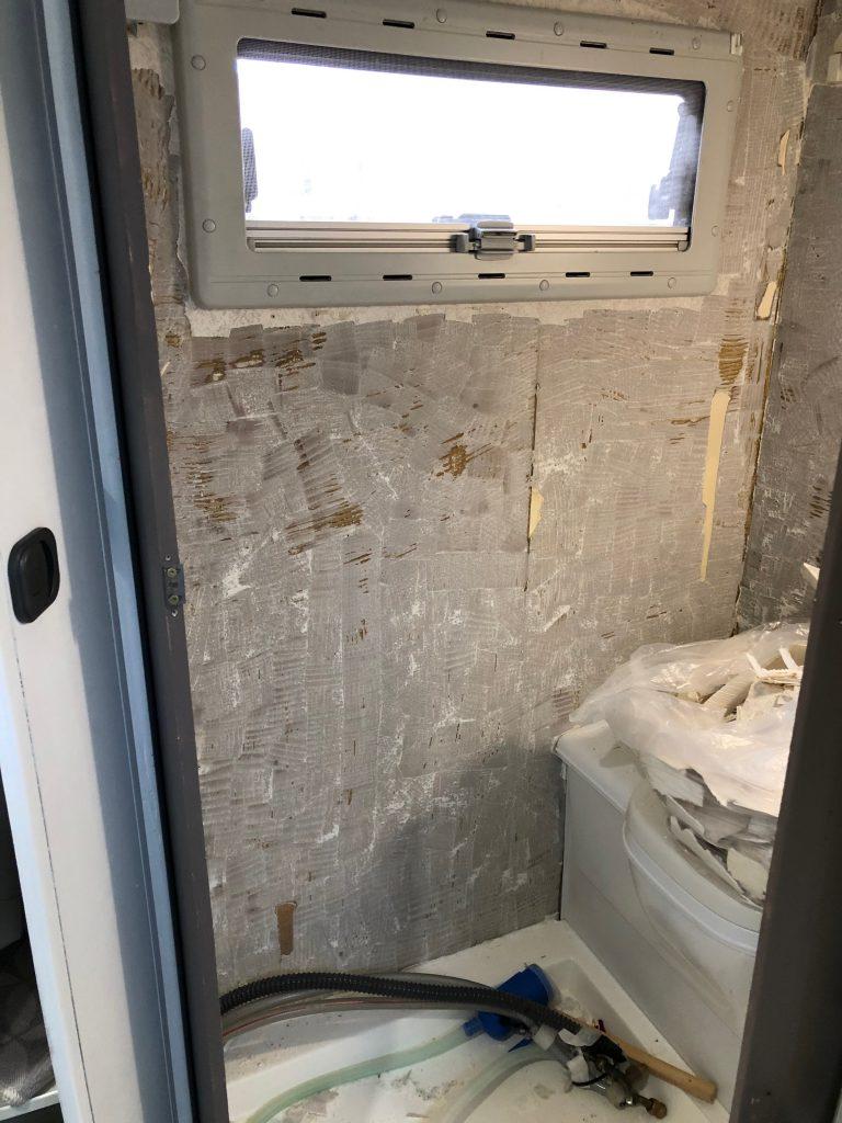 Bad Wandbelag entfernt, Tischer Wohnkabine 260S, Restaurierung, Reiseblog, Reiseberichte, Isuzu D-Max, Wasserschaden