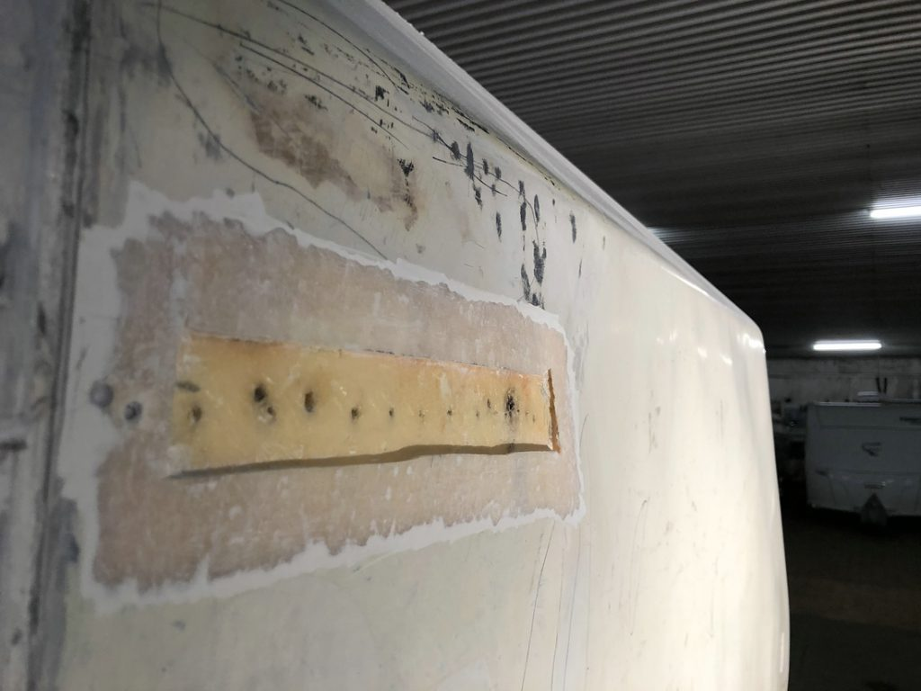 Lock im GFK, Tischer Wohnkabine 260S, Restaurierung, Reiseblog, Reiseberichte, Isuzu D-Max, Wasserschaden