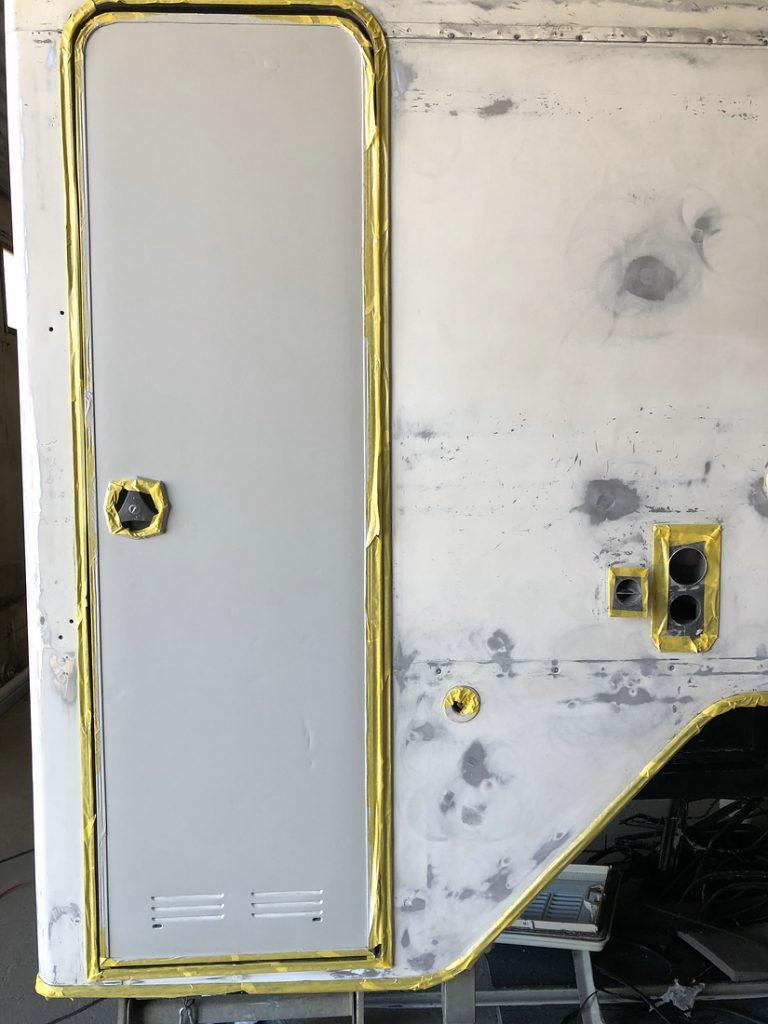 Tür torgrundiert, Tischer Wohnkabine 260S, Restaurierung, Reiseblog, Reiseberichte, Isuzu D-Max, Wasserschaden